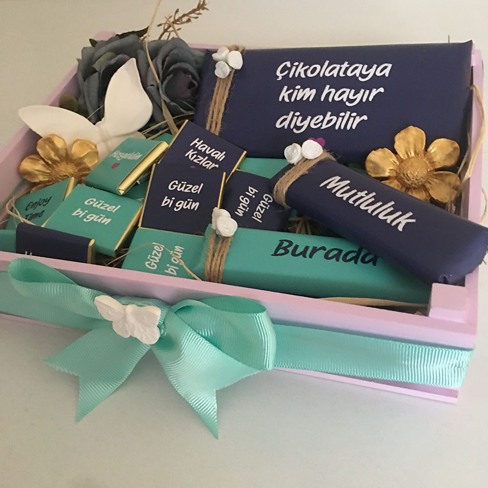 Kişiye özel kasa içinde hediye çikolata